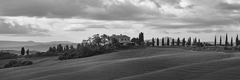 Piękny widok na Toskańską posiadłość we Włoszech